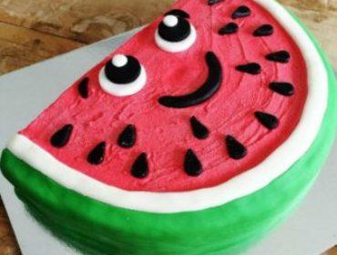 Украшаем торт на День рождения ребенка в домашних условиях