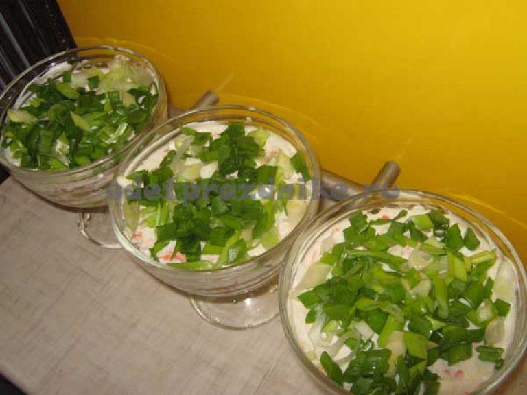 Салат нежность с маслом и яблоком