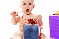 Что лучше подарить ребенку на годик: 21 идея