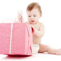 Что можно подарить новорожденному ребенку: приятные и полезные варианты